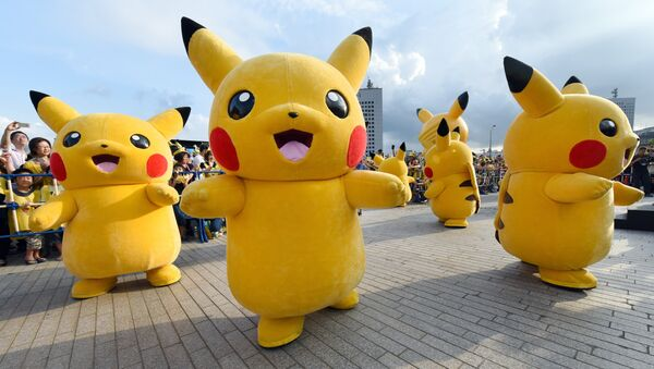 Dozens of people dressed up as Pikachu, the famous character of Nintendo's videogame software Pokemon, dance with fans as the final of a nine-day Pikachu Outbreak event takes place to attract summer vacationers in Yokohama, in suburban Tokyo, on August 16, 2015 - Sputnik International