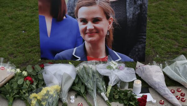 Floral tributes and candles placed by a picture of slain Labour MP Jo Cox at a vigil in Parliament square in London. (File) - Sputnik International