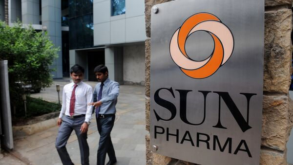 Indian employees of the country's third-biggest drugs company Sun Pharma walk outside its research and development centre in Mumbai. (File) - Sputnik International