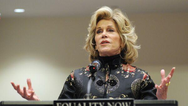 Jane Fonda Serves Thanksgiving Meal to Standing Rock Water-Defenders - Sputnik International