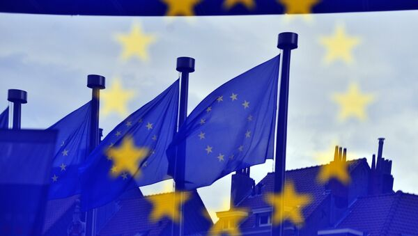 European flags are reflected at the entrance of the Berlaymont building EU Commission in Brussels - Sputnik International