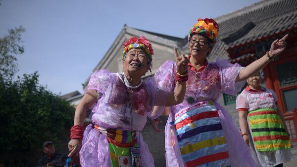 Two elderly women perform a dance at a park near the Forbidden City in Beijing - Sputnik International