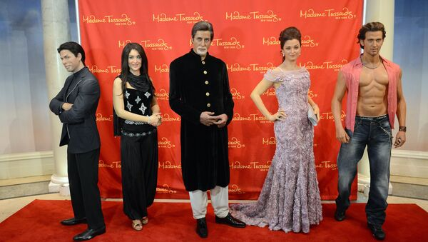 Wax figures of Indian movie stars (L-R) Shah Rukh Khan, Kareena Kapoor, Amitabh Bachchan, Aishwarya Rai and Hrithik Roshan are on display during the unveiling of a travelling exhibit featuring five wax figures of Bollywood's top star at Madame Tussauds in New York. (File) - Sputnik International