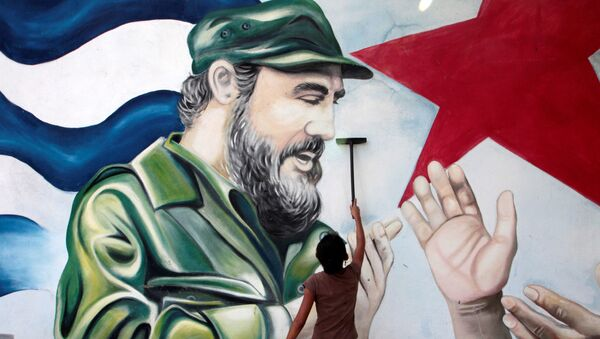 A child plays in front of a mural of late former Cuban leader Fidel Castro at the market in Managua, Nicaragua November 27, 2016. - Sputnik International