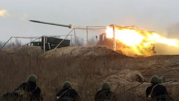 Ukrainian soldiers look at the fire of Soviet Grad missile system (file) - Sputnik International