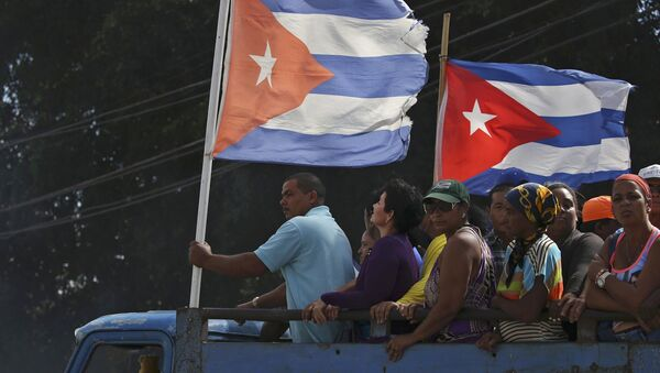 People are transported to greet the caravan carrying the ashes of Fidel Castro in Colon, Cuba, November 30, 2016. - Sputnik International