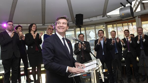 Former French Economy Minister Arnaud Montebourg smiles as he gives a speech to officially announce his participation in the left-wing primaries ahead of the 2017 presidential election in Paris - Sputnik International