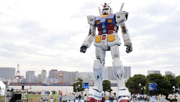 Japanese people admire an 18-metre tall statue of popular TV animation hero, Gundam, at a Tokyo park (File) - Sputnik International