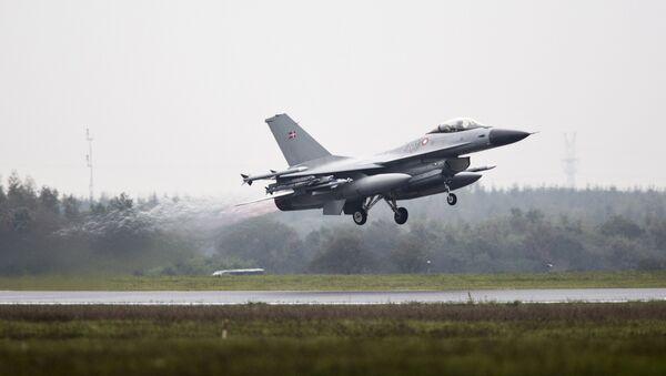 One of the seven Danish F-16 fighter jets takes off from military airport Flyvestation Skrydstrup in Jutland, Denmark (File) - Sputnik International
