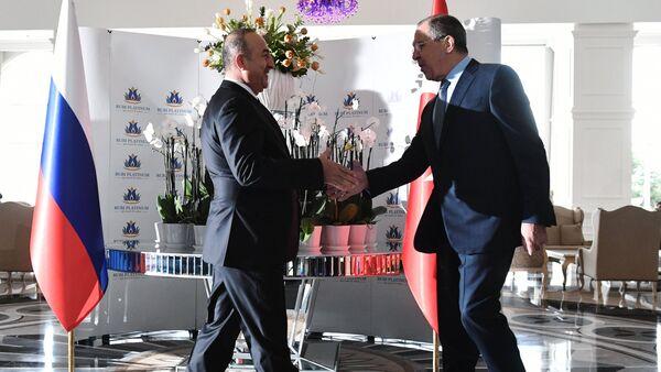 Russian Foreign Minister Sergei Lavrov, right, and Turkish Foreign Minister Mevlut Cavusoglu meet in Turkey - Sputnik International