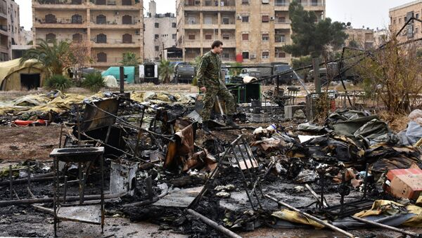 A Russian soldier inspects the damage at a field hospital that was  destroyed by rebel shelling on December 5, 2016 in the Furqan neighbourhood of the government-held side of west Aleppo. - Sputnik International
