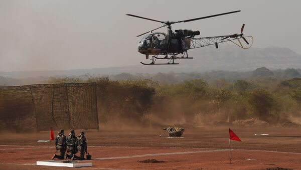 Indian soldiers watch as a 120mm Brandt Mortar is lowered from a Cheetah helicopter (File) - Sputnik International