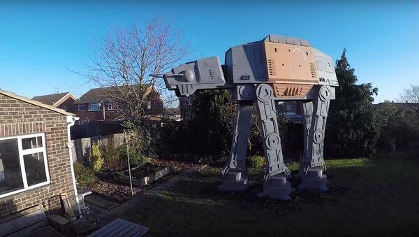 GIANT Star Wars AT-ACT Garden Den - Sputnik International