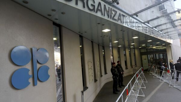 Persons stand outside the headquarters of the Organization of the Petroleum Exporting Countries, OPEC, in Vienna, Austria, Saturday, Dec. 10, 2016 - Sputnik International