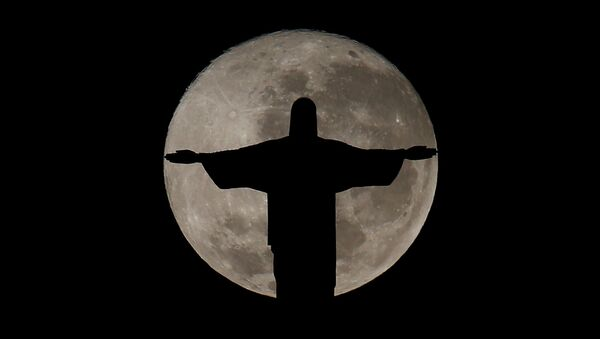 The full moon is pictured behind the Christ the Redeemer statue ahead of the 2016 Rio Olympic games in Rio de Janeiro, Brazil, July 19, 2016 - Sputnik International