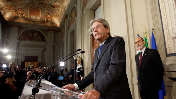 Italy's Foreign Minister Paolo Gentiloni talks to reporters after receiving a mandate to try to form the country's new government, at the Quirinal Palace in Rome, Italy December 11, 2016 - Sputnik International