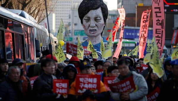 An effigy of South Korean President Park Geun-hye is seen behind people marching towards the Presidential Blue House during a protest calling for South Korean President Park Geun-hye to step down in central Seoul, South Korea, December 10, 2016 - Sputnik International