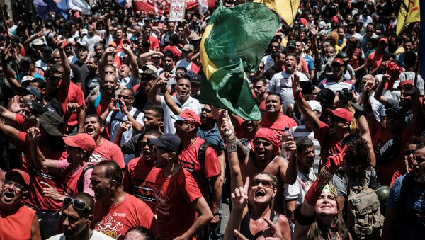 Protesters shout slogans during a public servants' demonstration against austerity measures in front of the Rio de Janeiro state Assembly (ALERJ), in Rio de Janeiro, Brazil, on December 12, 2016 - Sputnik International