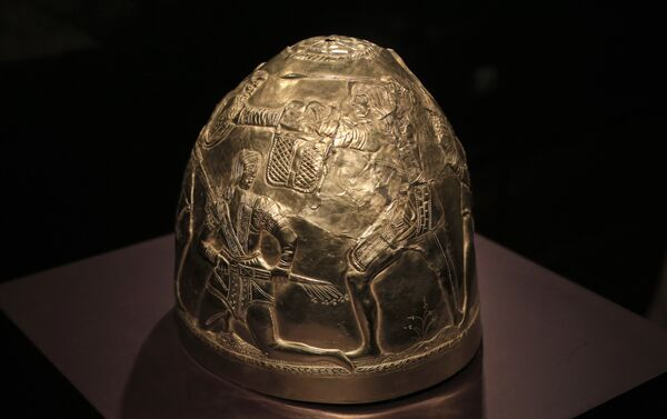 A Scythian gold helmet from the fourth century B.C. is displayed as part of the exhibit called The Crimea - Gold and Secrets of the Black Sea, at Allard Pierson historical museum in Amsterdam Friday April 4, 2014 - Sputnik International