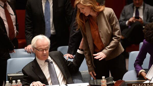 US Ambassador to the UN Samantha Power talks with her Russian counterpart Vitaly Churkin prior to a vote on a resolution on Ukraine during a UN Security Council emergency meeting at United Nations headquarters in New York. (File) - Sputnik International