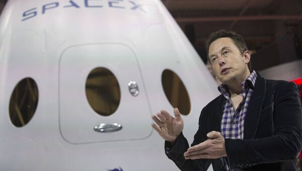 SpaceX CEO Elon Musk speaks after unveiling the Dragon V2 spacecraft in Hawthorne, California, US on May 29, 2014. - Sputnik International