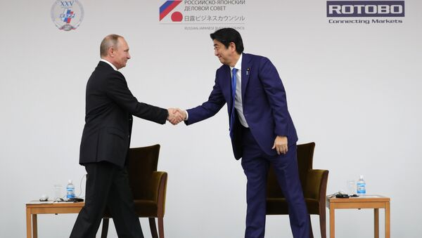 December 16, 2016. Russian President Vladimir Putin and Japanese Prime Minister Shinzo Abe, right, during a joint Russia-Japan business forum in Tokyo. - Sputnik International