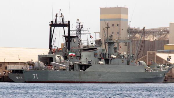 Iranian military ships frigate Alvand (R) and light replenishment ship Bushehr - Sputnik International
