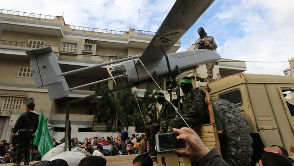 Palestinian militants of the Ezzedine al-Qassam Brigades, Hamas' armed wing, dislpay a drone during a parade marking the 27th anniversary of the Islamist movement's creation on December 14, 2014 in Gaza City - Sputnik International