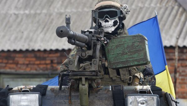 A Ukrainian serviceman wears a mask depicting a skull on September 23, 2014 on armored personnel carrier (APC) in a suburb of the eastern town Debaltseve in the region of Donetsk - Sputnik International