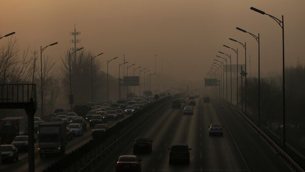 Vehicles drive on the 5th Ring Road in smog during morning rush hour on the fourth day after a red alert was issued for heavy air pollution in Beijing, China, December 19, 2016. - Sputnik International