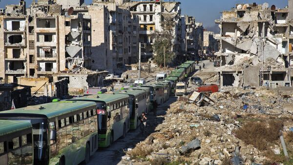 Buses are seen during an evacuation operation of rebel fighters and their families from rebel-held neighbourhoods in the embattled city of Aleppo on December 15, 2016 - Sputnik International