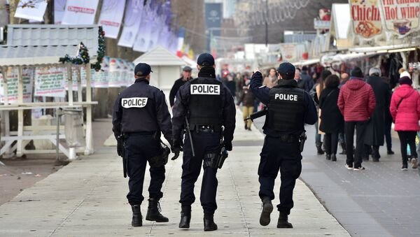 French police officers secure a Christmas market on the Champs Elysees avenue in Paris on December 20, 2016 as part of security measures in the aftermath of an attack in Berlin - Sputnik International