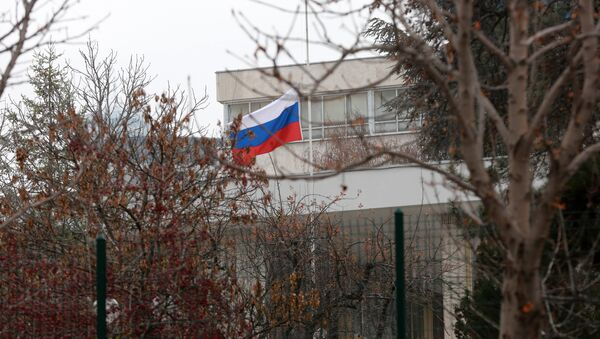 Russian flag flies at half mast in front of the Russian Embassy in Ankara on December 20, 2016, a day after the Russian Ambassador to Turkey was killed by a gunman - Sputnik International