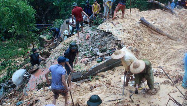 People search at a landslide site caused by violent floods. Vietnam (File) - Sputnik International