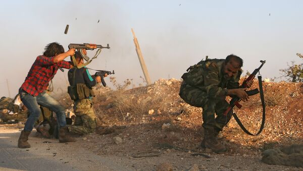 Fighters from the Free Syrian Army take part in a battle against the Islamic State (IS) group jihadists in the northern Syrian village of Yahmoul in the Marj Dabiq area north of the embattled city of Aleppo on October 10, 2016 - Sputnik International