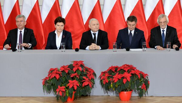 (L-R) The speaker of the Polish Senate Stanislaw Karczewski, Polish Prime Minister Beata Szydlo, the leader of the PiS (Law and Justice) party Jaroslaw Kaczynski, the speaker of the parliament Marek Kuchcinski and the deputy speaker of the parliament Ryszard Terlecki attend a press conference on December 21, 2016 in Warsaw - Sputnik International
