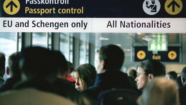 Travellers queue for passport control  (File) - Sputnik International