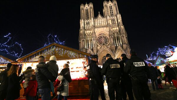 French police officers patrol at the Christmas market next to the Cathedral of Notre-Dame de Reims. File photo - Sputnik International