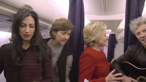Hillary Clinton Mannequin Challenge - Hillary Clinton Election Day 2016 - Jon Bon Jovi Mannequin - Sputnik International
