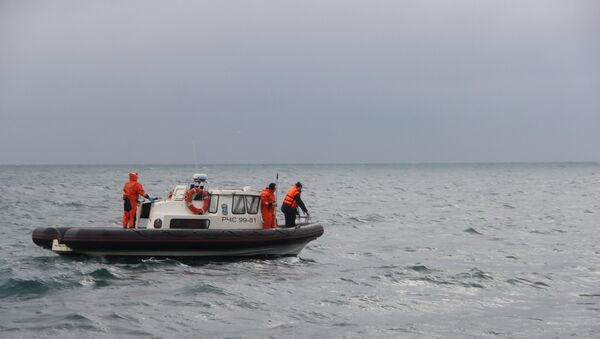 A rescue operation on the Black Sea coast at the crash site of Russian Defense Ministry's TU-154 aircraft - Sputnik International