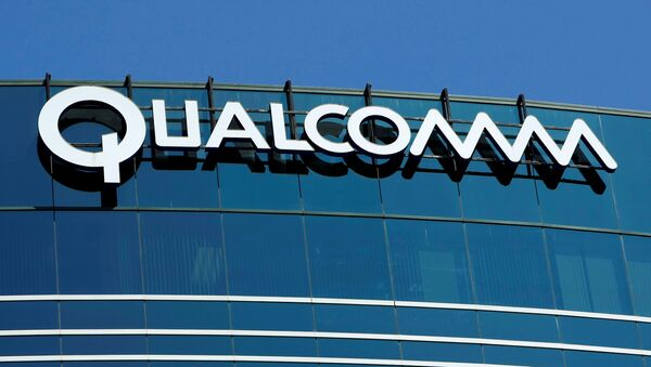 The logo of chipmaker Qualcomm Inc is pictured on its building in San Diego, California, U.S. July 22, 2008 - Sputnik International