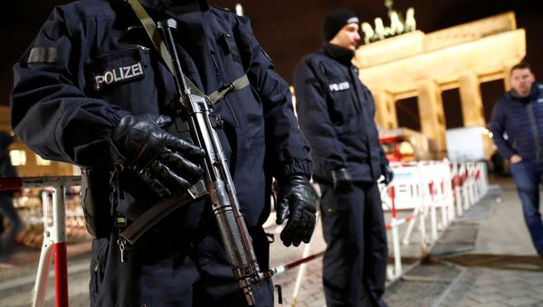 German police provide security at the Brandenburg Gate, ahead of the upcoming New Year's Eve celebrations in Berlin, Germany December 27, 2016 - Sputnik International