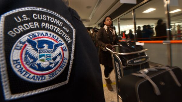 An international air traveler (r) clears US Customs and Border Protection declarations to enter the United States in the US Customs and Immigration area at Dulles International Airport(IAD) , December 21, 2011 in Sterling, Virgina, near Washington, DC - Sputnik International