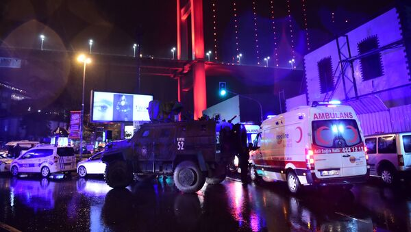 Turkish special force police officers and ambulances are seen at the site of an armed attack January 1, 2017 in Istanbul. - Sputnik International