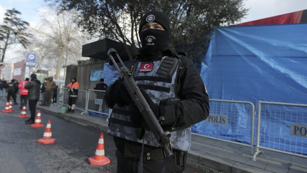 Turkish police stand guard outisde the Reina nightclub by the Bosphorus, which was attacked by a gunman, in Istanbul, Turkey, January 1, 2017 - Sputnik International