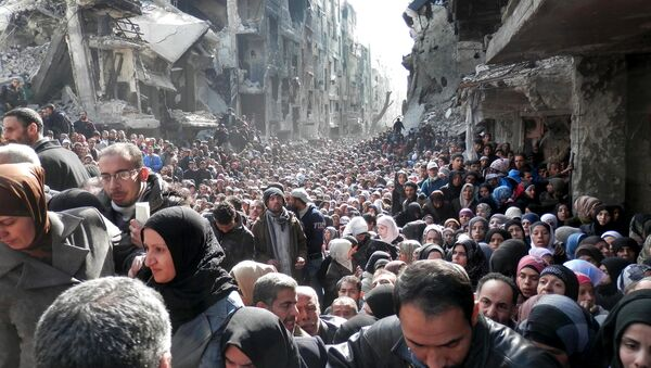 Palestine Refugees in the Near East (UNRWA), residents of the besieged Yarmouk refugee camp near Damascus, Syria, queue to receive food supplies (File) - Sputnik International