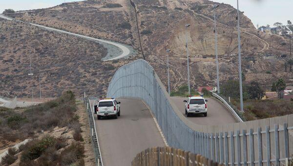 Border Patrol agents patrol the United States-Mexico Border wall during Opening the Door Of Hope/Abriendo La Puerta De La Esparana at Friendship Park in San Ysidro, California on Saturday, November 19, 2016 - Sputnik International
