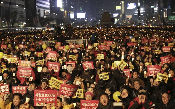 Protesters shout slogans during a candle light vigil calling for impeached President Park Geun-hye to step down in Seoul, South Korea - Sputnik International