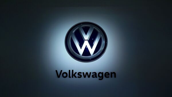 The logo of German carmaker Volkswagen (VW) is pictured at the company's head quarters on November 22, 2016 in Wolfsburg, northern Germany. - Sputnik International