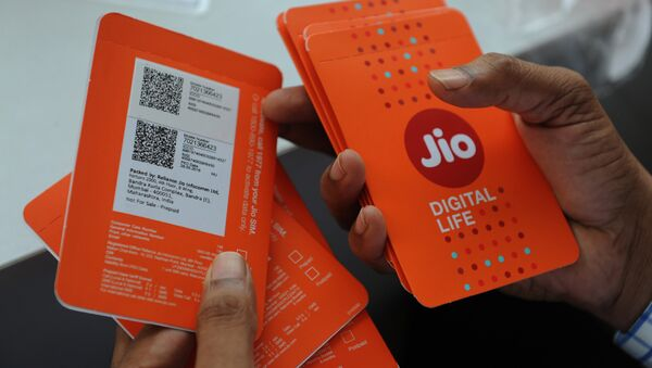 A customer selects his number of Reliance Jio Infocomm 4G mobile services in Mumbai on September 6, 2016 - Sputnik International